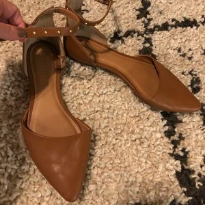 OLD NAVY CAMEL FLATS WITH STUDDED STRAP SIZE:8